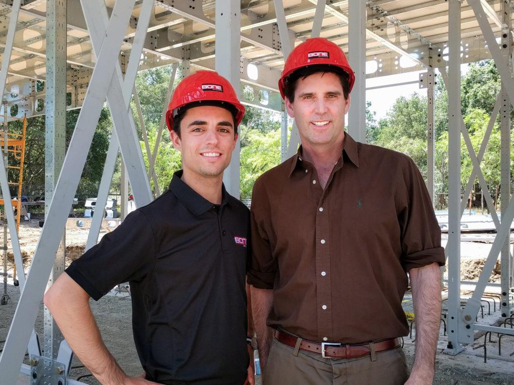 De gauche à droite: Charles Bovet, Vice-Président Opération US et Mark Z. Jacobson, professeur à l-'Université Stanford. (Groupe CNW/BONE Structure)